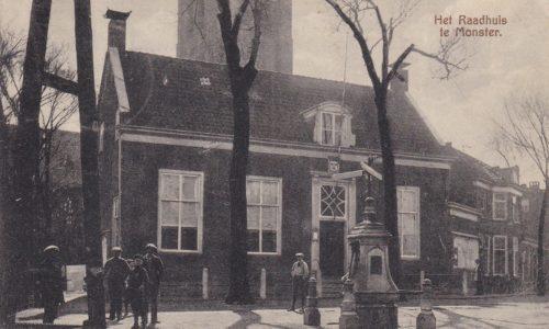 Oude raadhuis met dorpspomp Kerkplein